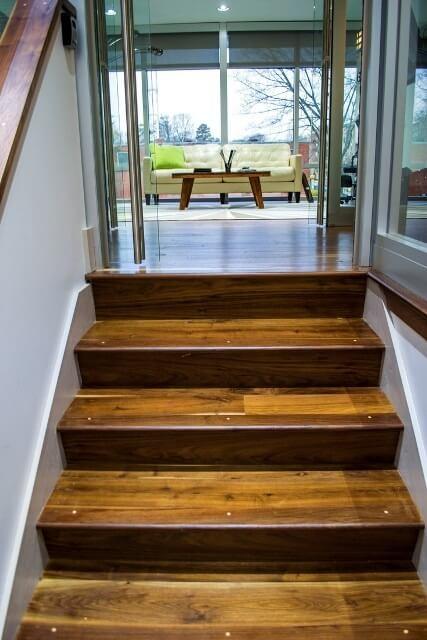 מדרגות עץ אלון כפרי
