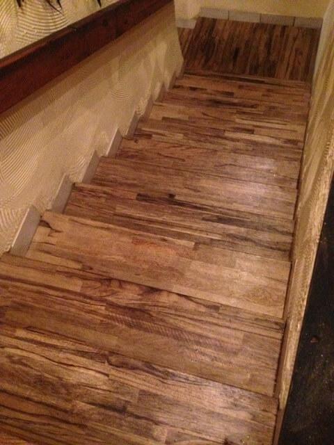 מדרגות עץ אגוז גושני