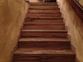 מדרגות עץ בחיפה
