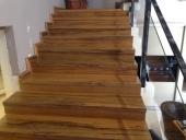 מדרגות עץ לאמי