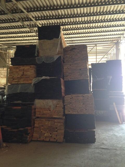מחסן עצים לעצים קשים