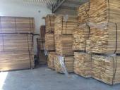 מחסן עצים לתעשייה