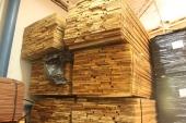 עץ אגוז במחסן