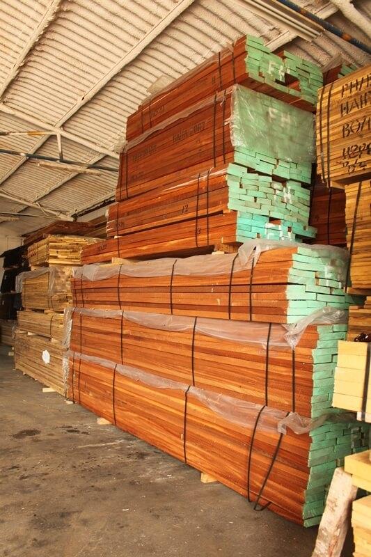 חבילות עץ מהגוני