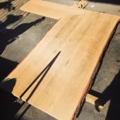 פלטת עץ אלון עם קליפה למטבח