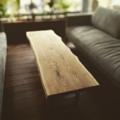 עץ לא גזום בסלון